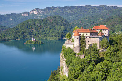 wedding_bled_castle_slovenia_lake_view