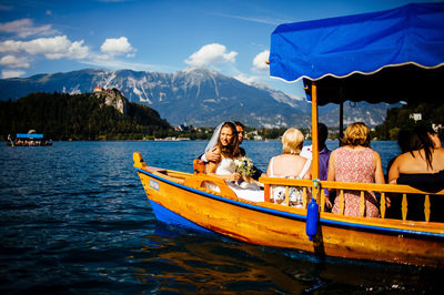 wedding_in_slovenia_vila_bled_pletna_boat