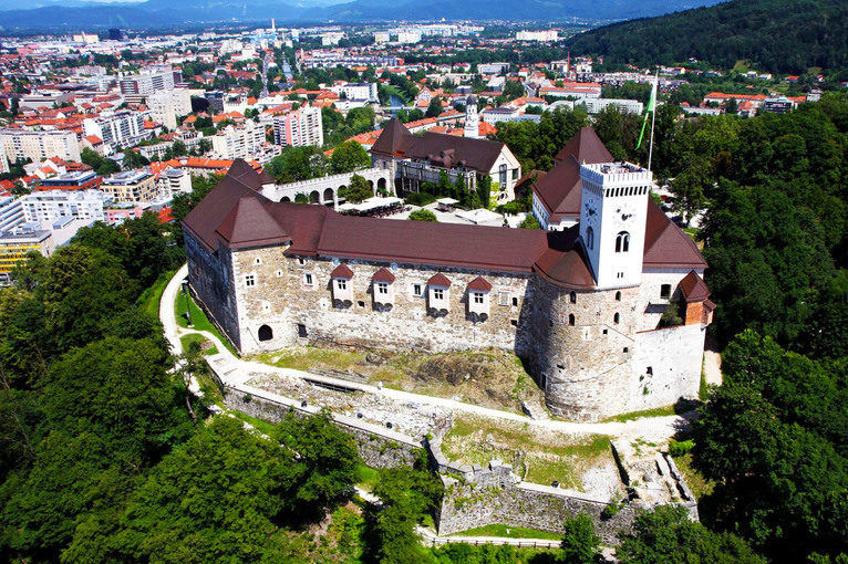 wedding_in_slovenia_ljubljana_castle_grounds