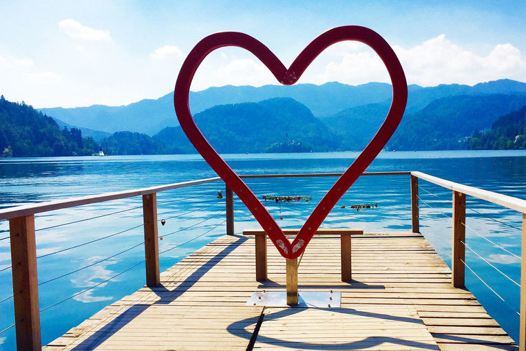 proposal_slovenia_lake_bled_pier_heart