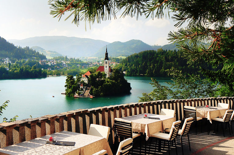 wedding_in_slovenia_vila_bled_lake_view